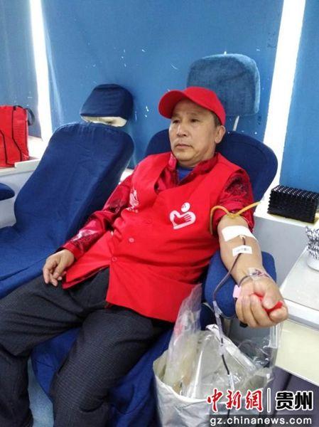 图为贵阳市无偿献血志愿者焦志远