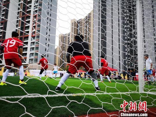 图为:贵阳市足球运动比赛资料。 赵万江 摄