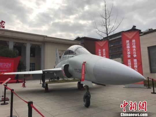 展览活动现场展出的航空工业贵飞研制的FTC―2000G多用途飞机。冷桂玉 摄