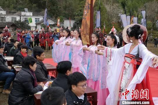 """贵州荔波县第十四届""""梅花节""""15日启幕。 唐福敬 摄"""
