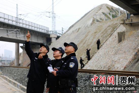 川黔线、渝贵线、川黔增二线、上都和长东联络线,多条铁路线在辖区交错。