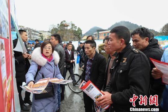 贵州省总工会送1.5万余个岗位到黔南州长顺县。 瞿宏伦 摄