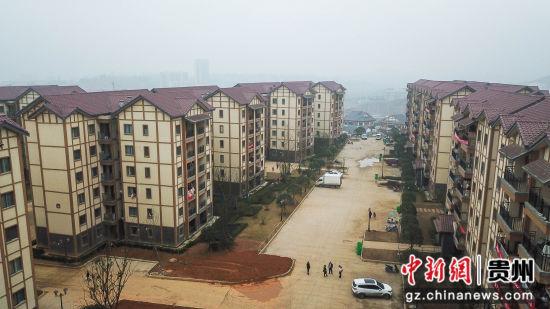 图为贵州省毕节市纳雍县居仁街道珙桐新区。 瞿宏伦 摄