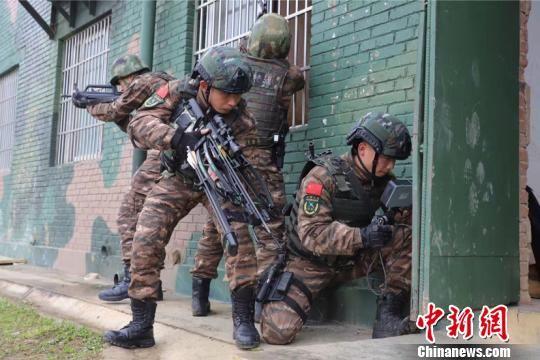 周亨和其他突击队员。 瞿宏伦 摄
