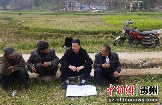 普安民警邓施昌:驻村扶贫 价值在民众的认可里