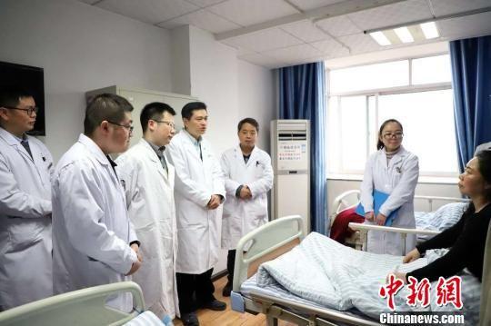 上海专家给遵义民众送去优质医疗服务。 芊烨 摄