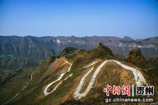 晴隆县:崇山峻岭有天路 陈亚林摄影