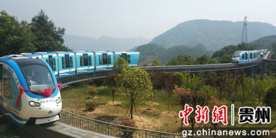 贵州省六盘水市水城县野玉海景区的观光小火车螺旋观景段轨道