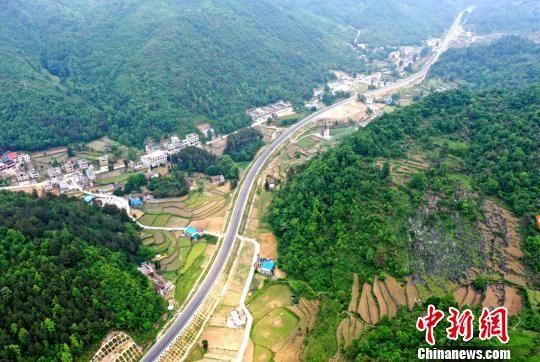 国道G552已建成通车路段 刘叶琳 摄