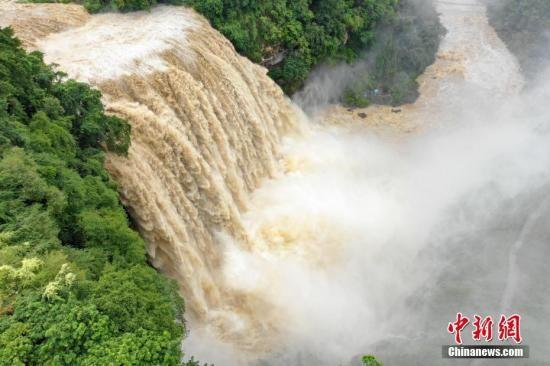 资料图:航拍贵州安顺黄果树瀑布。中新社记者 贺俊怡 摄