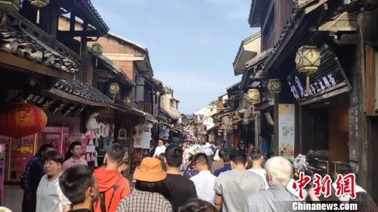 贵州青岩古镇。宁南 摄