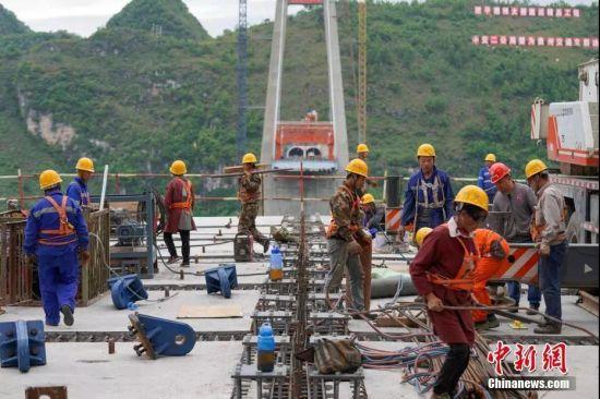 贵州平塘特大桥建设者。贺俊怡 摄