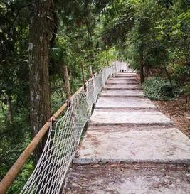 保护区内已开工建设的观景台(观猴台)仙女洞至大槽湾挂壁栈道