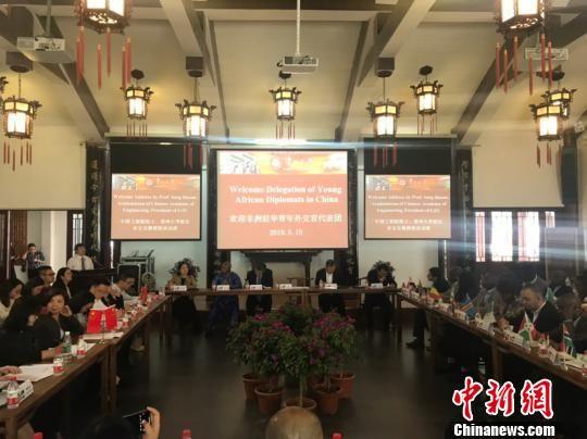 非洲国家驻华青年外交官代表团参访贵州大学并