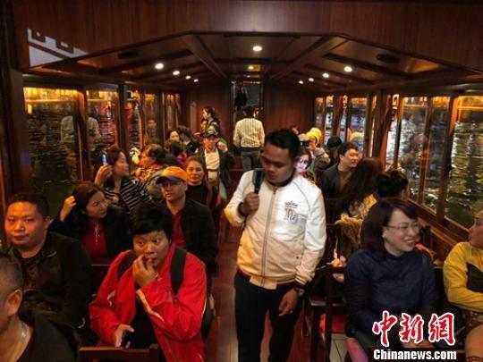 考察团一行在考察途中。贵州省文化和旅游厅供图