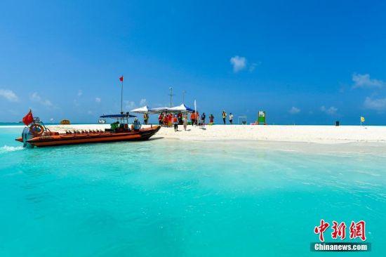 西沙全富岛的碧海蓝天。骆云飞 摄