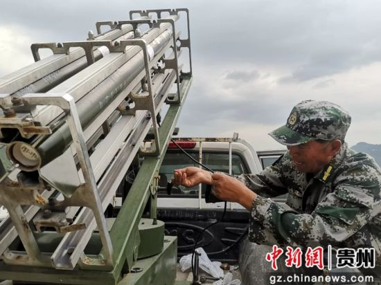 水城县:人工增雨缓解旱情 果农喜上眉梢