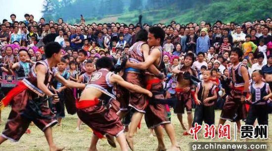 侗族摔跤。