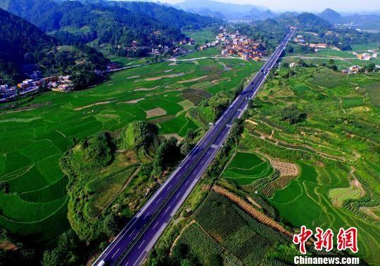 沪昆高速公路贵州境凯里段。 韩双喜 摄