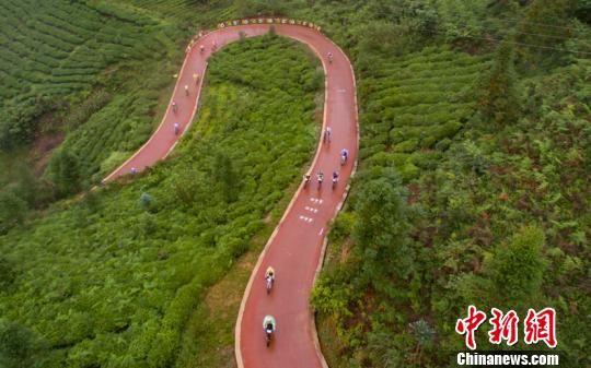 贵州普安自行车赛。贺俊怡 摄