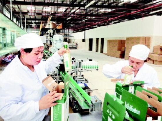 册亨天香布依油茶有限公司油菜产品生产线。 王国义 摄