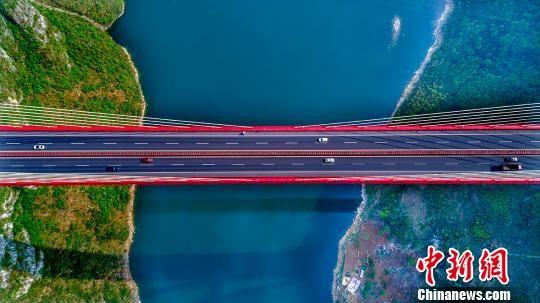 资料图:鸭池河大桥。 龚小勇 摄