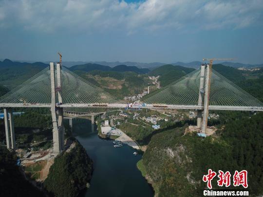 资料图:楠木渡乌江大桥。 贺俊怡 摄