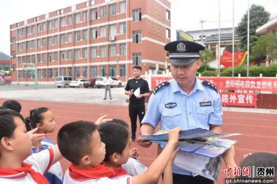贵铁警方开展专项行动确保旅客出行安全