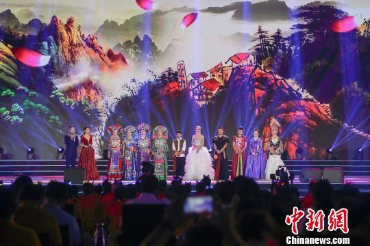 左权民歌汇・2019年国际民歌赛18日深夜在山西左权落幕。 张云 摄
