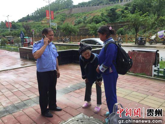 百口新市民居住�^警�帐颐窬�岑建松在�槔先寺�系家人。
