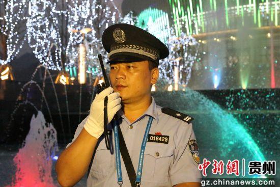 王焱刚在执勤中 。