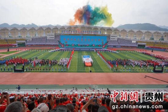 图为黔南州第六届运动会开幕式现场