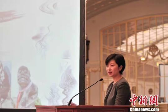 图为遵义市委常委、宣传部部长、统战部部长郑欣作推介。 李克 摄