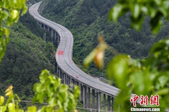 资料图:图为贵州思南至剑河高速公路。贺俊怡 摄