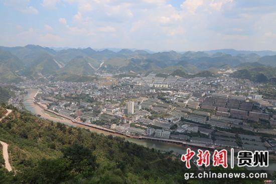图为俯瞰贵州遵义茅台镇。