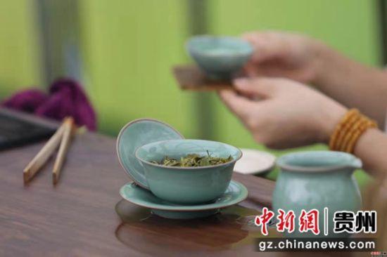 图为活动现场茶艺展示。卢勇 摄