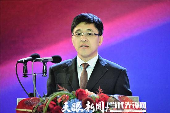 茅台集团党委副书记、总经理李静仁主持会议