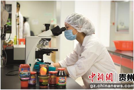 图说:李锦记严守食品安全质量关,为消费者提供优质的酱料